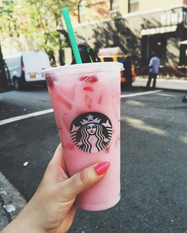 That moment when you discover your new Starbucks obsession has half the calories that you thought it did, and you sip that enormous cup of strawberry paradise with a new found appreciation for heaven on earth. Yassss gurl. #pinkdrink #nowitfitsmymacros 🍓🍓🍓