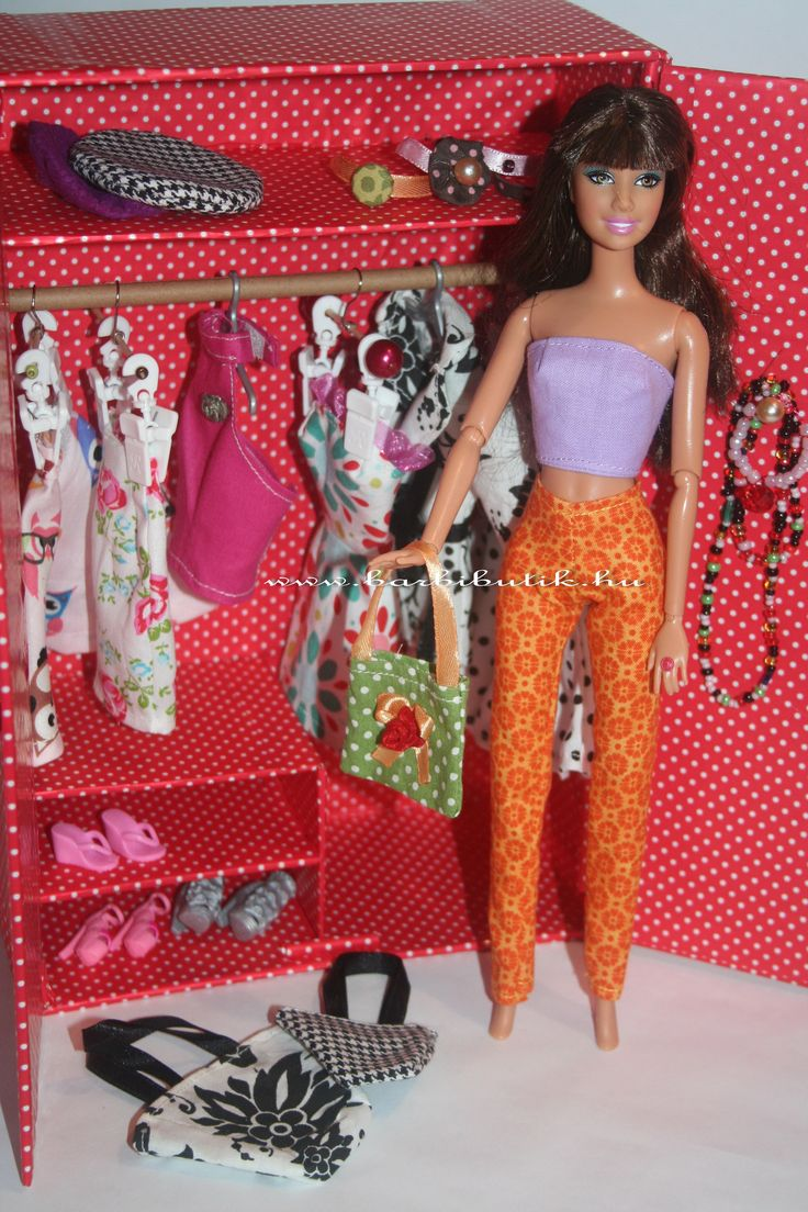 Barbie szekrény fogasokkal, cipőtartóval, kalaptartóval. / brabie garderobe
