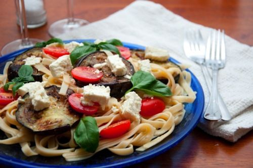 Eggplant, fetta and tomato pasta with basil | .hungry&poor. student food