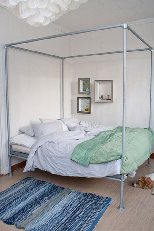 DIY Bed Canopy Pipes - Get more DIY Industrial Pipe project ideas at http://wiselygreen.com/15-industrial-pipe-furniture-and-home-projects-for-diyers/