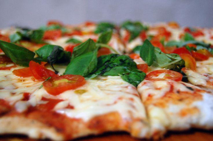 Pizza de Tomate y Albahaca
