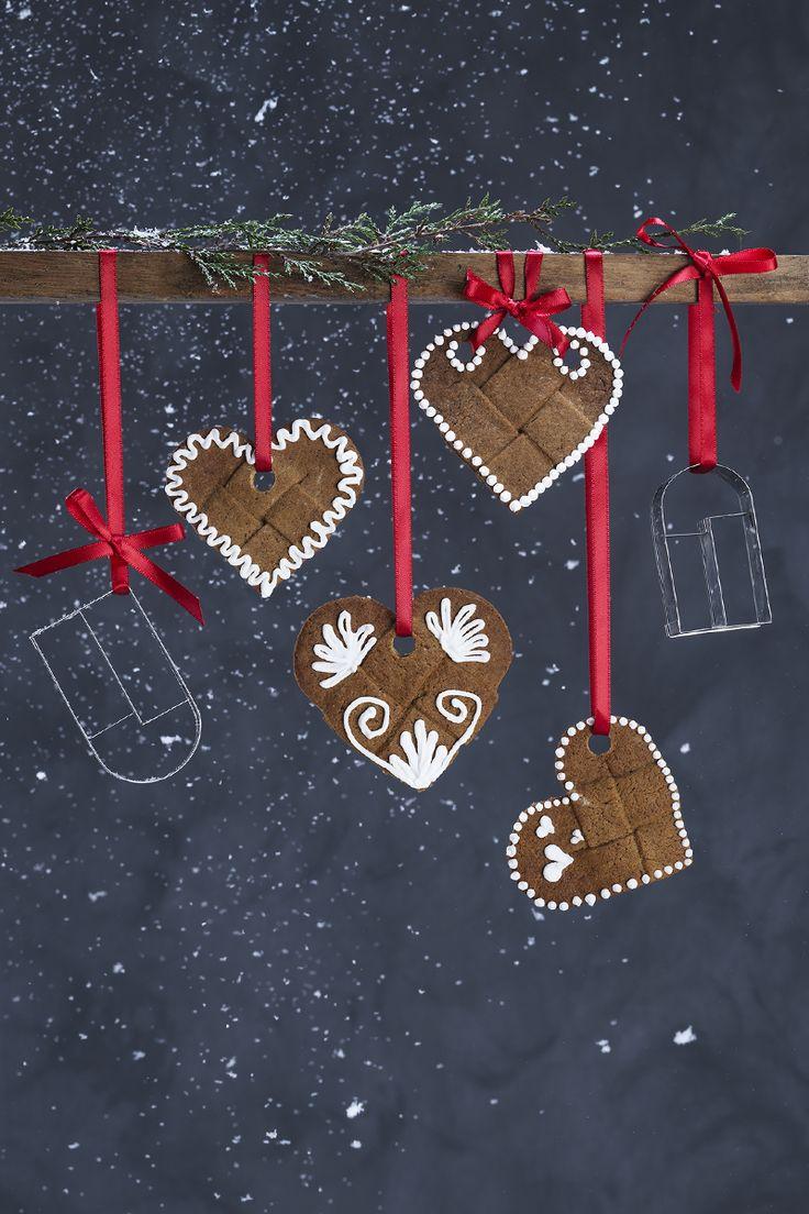 Gingerbread hearts www.panduro.com Christmas Sweets by Panduro #christmas #decoration #DIY #sweets #scandinavian #nordic #gingerbread #cookies #pepparkakor #icing