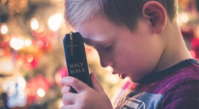Dal Vangelo secondo Matteo 10,37-42 In quel tempo, disse Gesù ai suoi discepoli: «Chi ama il padre o la madre più di me non è degno di me; chi ama il figlio o la figlia più di me non è degno di me; chi non prende la sua croce e non mi segue, non è degno di me. Chi avrà trovato la sua vita, la perde