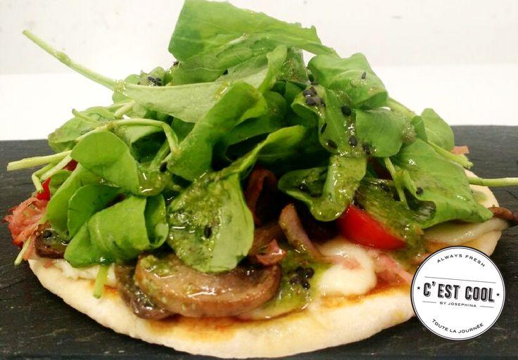 HOY PIZZA con hongos, cherrys, jamón, rúcula, muzza y pesto de albahaca + LIMONADA = $125 SOPA DE CALABAZA = $55 #CestCoolCrepes #MenudelDia #Pizza #SopadeCalabaza