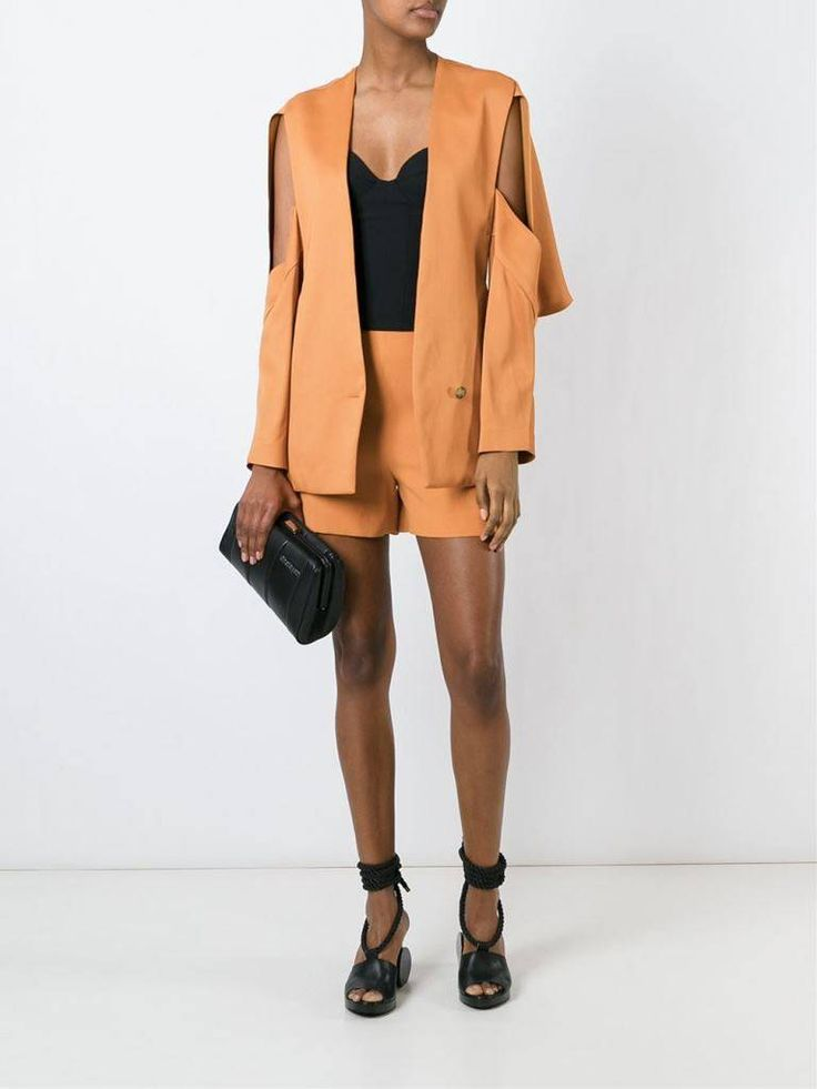 Completo Chalayan con shorts