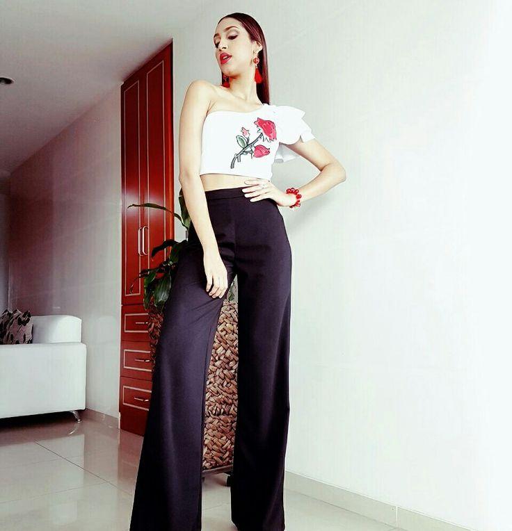 pantalon palazzo y blusa bordada con volantes Z A M E R A  ● Z A M E R A ● https://www.instagram.com/zamera.fashion/
