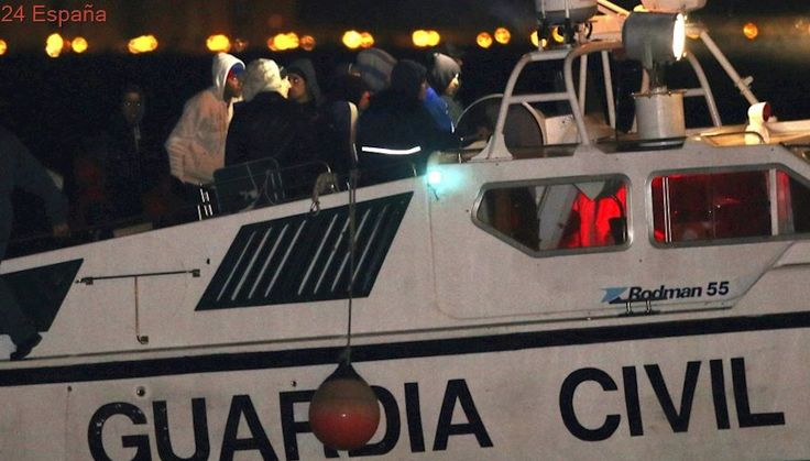 Una ONG denuncia la muerte de 7 mujeres tras el 'bloqueo' de su patera por la Guardia Civil