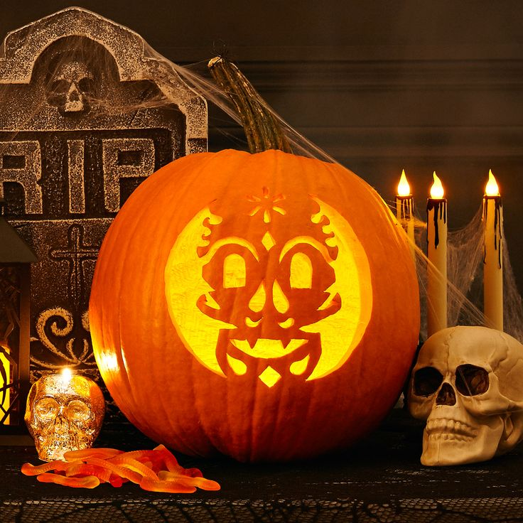 Halloween eve is near, so pumpkin carving is here! Download this spooky skull template! #halloween #pumpkins #pumpkintemplates #pumpkincarving #trickortreat