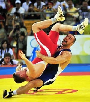 Aslanbek Khushtov (Blue) - Wrestling - Beijing Olympics 2008 - Mens 96kg Greco-Roman