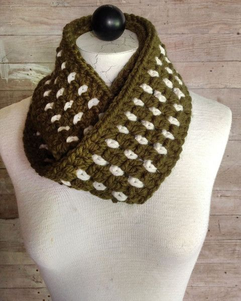 Picture of 30-Minute Infinity Scarves Crochet Pattern Set 2