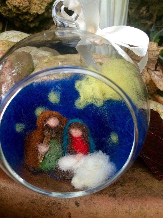 Globo di vetro con Natività Waldorf in lana di CreazioniMonica