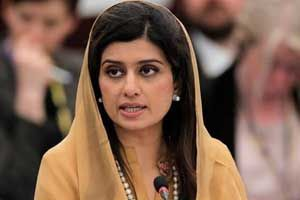 Pakistani Foreign Minister Hina Rabbani Khar, who had earlier accused India of engaging in 'war-mongering', has offered to hold