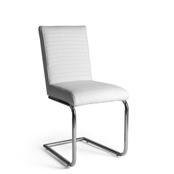 Silla de comedor con estructura cromada en forma de C y asiento y respaldo tapizados en polipiel blanca.