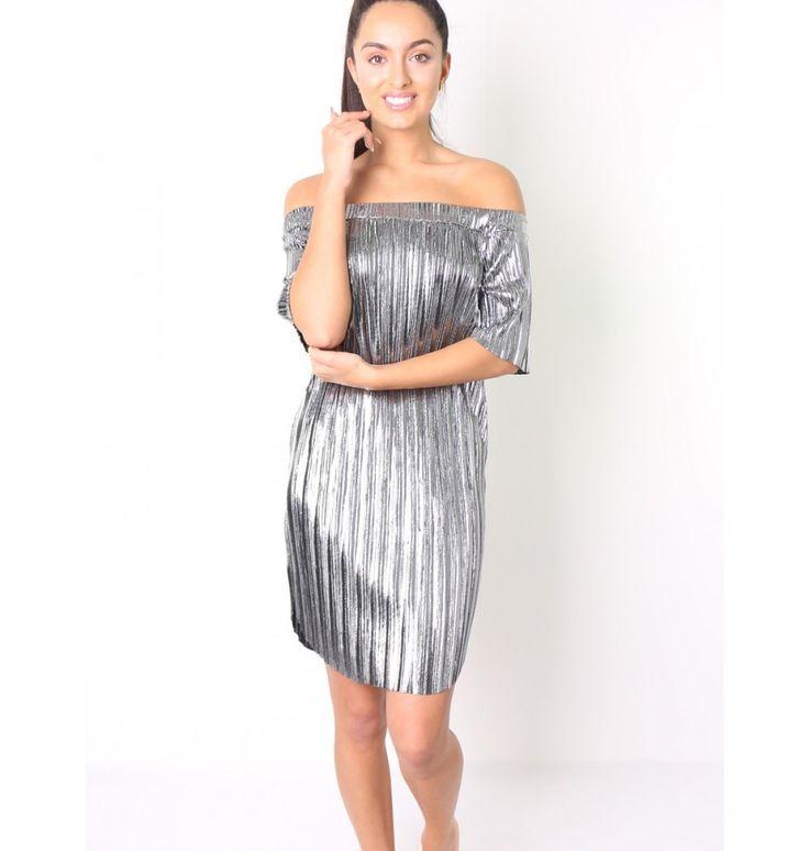 Πλισέ μεταλλιζέ φόρεμα με ανοιχτούς ώμους