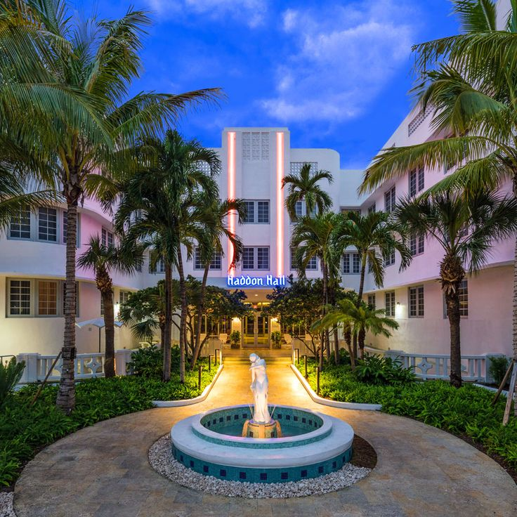 Located in the centre of South Beach, less than 3 minutes' walk from the beach, this art deco hotel offers a large, outdoor swimming pool for guests' relaxation.