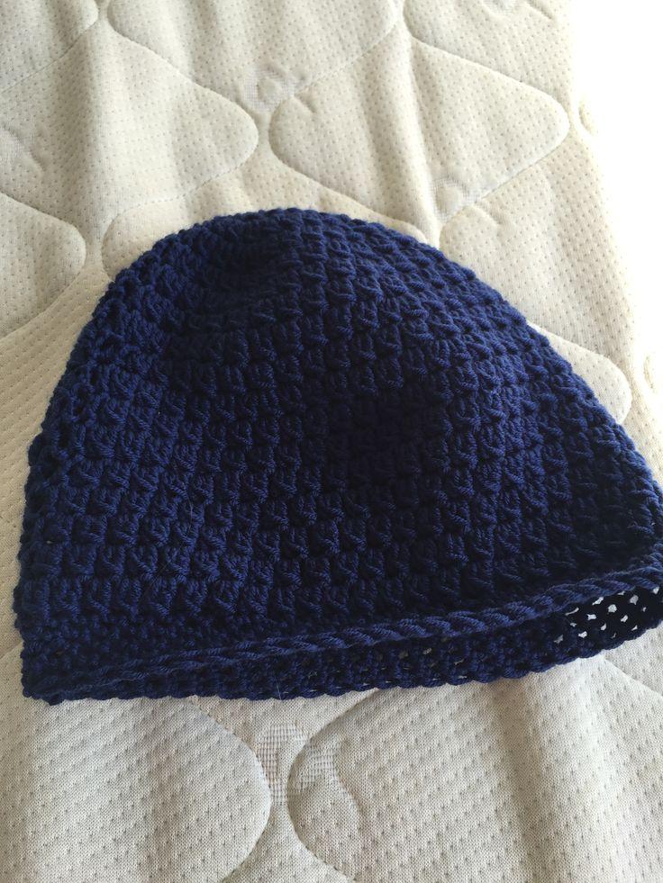 Hæklet hatte i klynkemasker. Hæklet i uld.