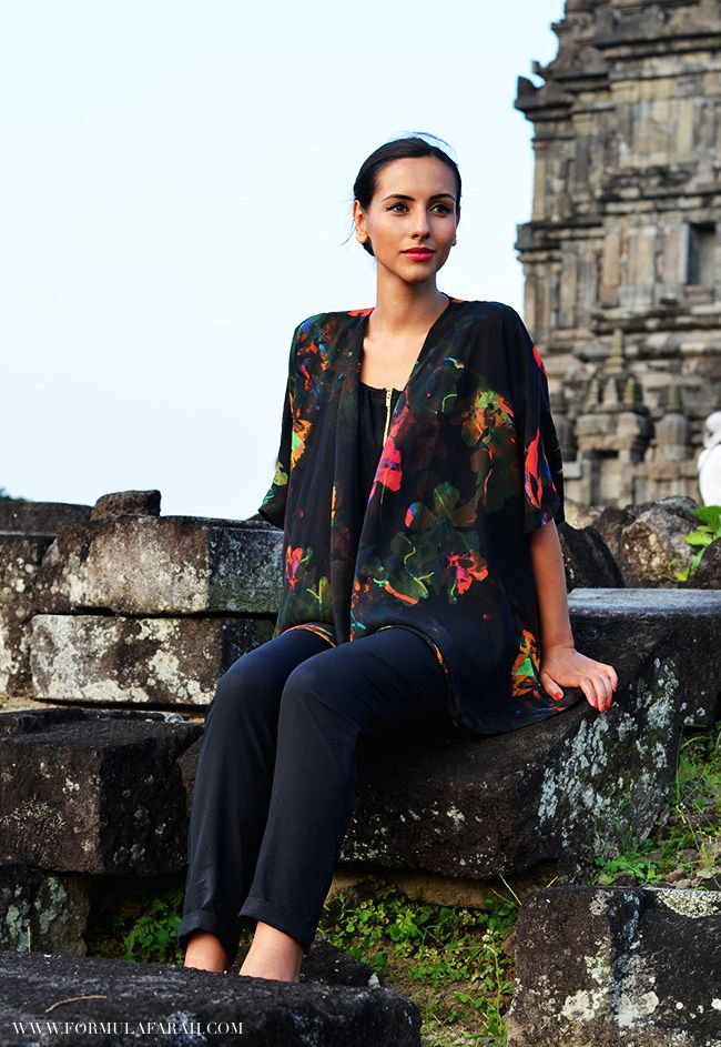 A modern outfit in a place with so much history. Check out more on www.formulafarah.com. By Formula Farah #fashion #blogger #fashionblogger #formulafarah #formulafarahtravels #outfit #jumpsuit #kimono #Indonesia #prambanan #temple