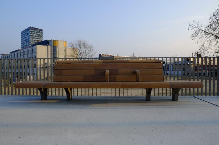 Blijft een geweldige keuze van Prorail, FSC voor comfortabel stationsmeubilair. Dit is Station Goffert in Nijmegen, Jan Kuipers Nunspeet samen met Koninklijke Dekker