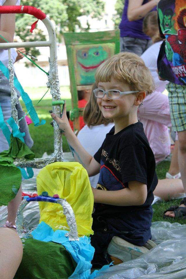 INSTALACJA! / INSTALLATION!    Wakacyjne warsztaty dla dzieci w parku / summer workshops for kids in the park