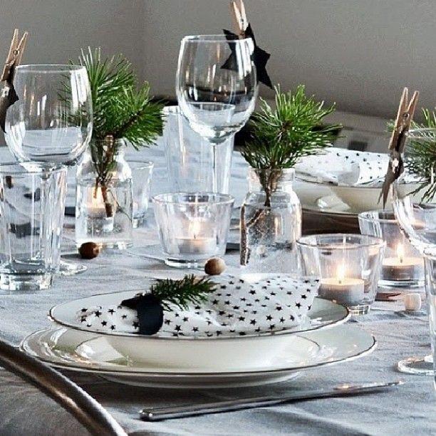 Vakkert bord dekket av flinke @trettien  Bli med i konkurransen du også ved å laste opp et bilde av et dekket bord og tagg bildet med #vakrerom_borddekking OG #nespressonorge, skriv en kommentar om at du deltar i konkurranse hos @?? ?? Krems Rom og så kanskje det er DU som stikker av med en splitter ny Nespresso Maestria kaffemaskin!! Verdi 4399,- Bli med da vel  #vakrerom