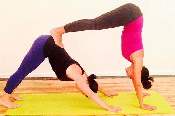 Rezultat S Izobrazhenie Za Yoga Poses For Two People Yogaroutinesandposes Yoga Poses For Two Yoga Challenge Poses Yoga For Beginners