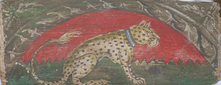"""Leopardo da Caccia """"I leopardi e i falchi servivano per la caccia, come anche i cani dei quali vengono nominati espressamente alcuni molto grandi e feroci come anche quelli da salotto estremamente piccoli"""" (ELZE 1986, p. 206). Guardiani e custodi di tutti gli animali esotici erano i saraceni di Lucera, che in Alta Italia come in Germania """"venivano spesso osservati con stupore non inferiore a quello che si aveva per gli animali esotici"""" (ELZE 1986, p. 207)."""