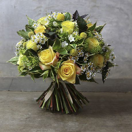 Citrus fresh with shades of green and lemon, we gather the sweetest yellow roses for the heavenly display to lift it to superstar status.