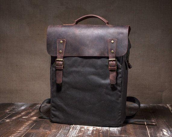 ***lead time: aprox. 3 weeks*** This is a comfortable slim backpack, made of waxed canvas, perfect for both women and men, with a leather cover and wide