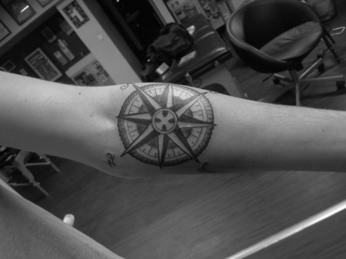 OOO I know someone who wanted a compass tattoo. I like this one!