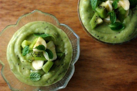 Зеленый пудинг с авокадо, киви и лаймом. Авокадо, киви, банан