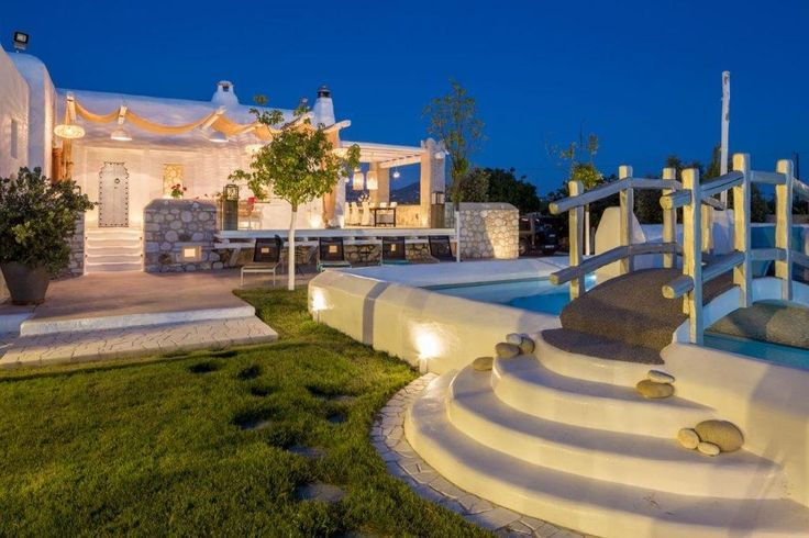 #Villa Archaion Kallos is the landmark of #private #holidays in #Naxos. Located at one of the quietest areas of Naxos, Archaion Kallos offers traditional hospitality, comfort, relaxation, as well as authentic vacations. http://www.tresorhotels.com/en/hotels/56/villa-archaion-kallos