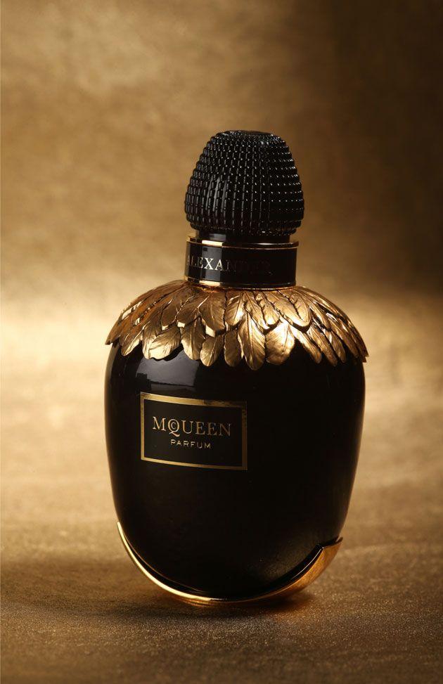 Ver ver o lançamento da nova fragrância de Alexander McQueen!                                                                                                                                                                                 Mais