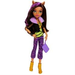 """Интернет-магазин детских товаров """"Kid`s dream"""" Mattel Monster High / Кукла Клаудин Вульф  Клаудин - дочь оборотня, что объясняет ее внешний вид: у нее виднеются клыки, а на голове - аккуратные ушки. У Клаудин смуглая кожа, длинные, густые волосы каштанового цвета с фиолетовой прядью и большие глаза. Она одета в ультрамодный наряд: черную курточку с полупрозрачными рукавами и меховым розовым воротником, салатовую маечку с черным рисунком и фиолетовые укороченные штаны с леопардовым принтом"""