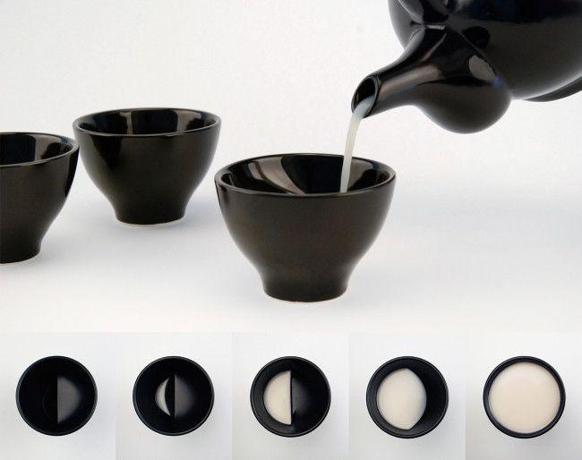 十五夜のお月見で使いたい!月の満ち欠けがモチーフの素敵な盃「Moon glass – 酒月」 – Japaaan 日本の文化と今をつなぐ