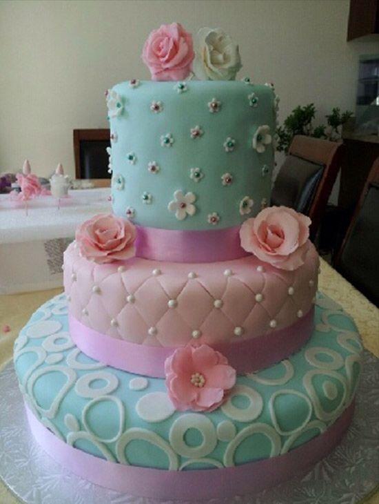 Imagen de http://alyceparis.com/images/blog/2014/MAY/sweet_16_cakes/sweet_16_cake6.jpg.
