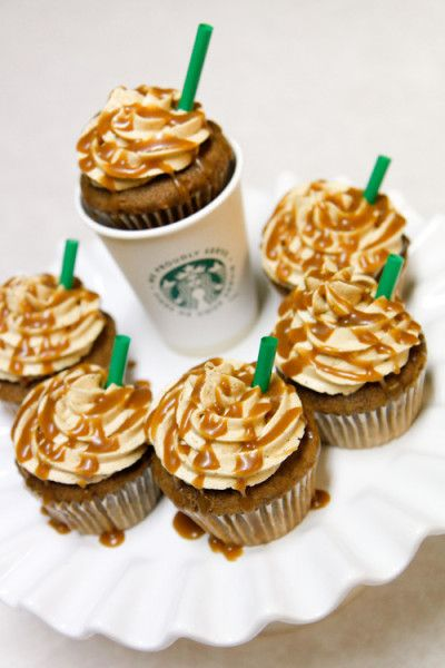 Starbucks Inspired Cupcake: coffee cake with coffee flavored buttercream and caramel drizzle. Omg!!! I must make these!!