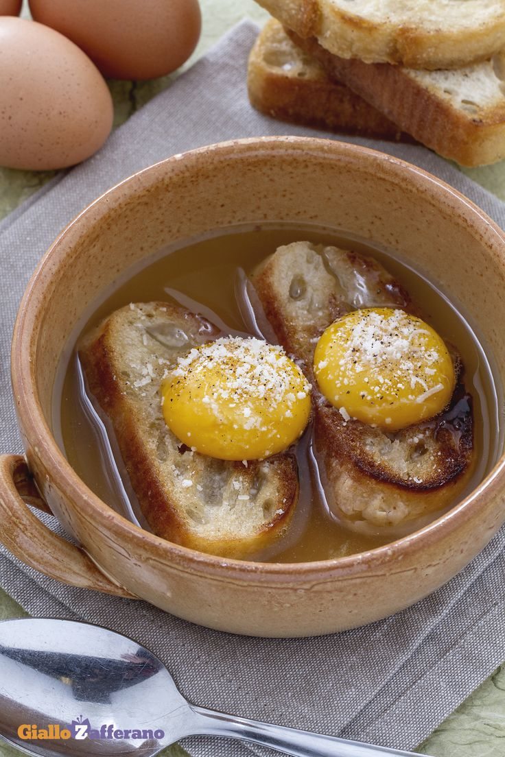 La ZUPPA ALLA PAVESE, (soup from Pavia) una pietanza molto semplice e rustica dalle origini umili. #ricetta #GialloZafferano #italianfood #zuppa #italianrecipe