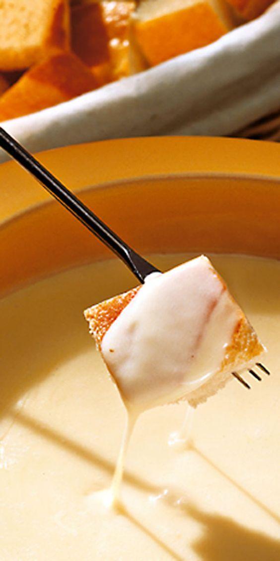 Auf die Gabel fertig los. Es ist mal wieder an der Zeit für ein klassisches Käse-Fondue. Was meinst du? Wir wünschen guten Appetit.