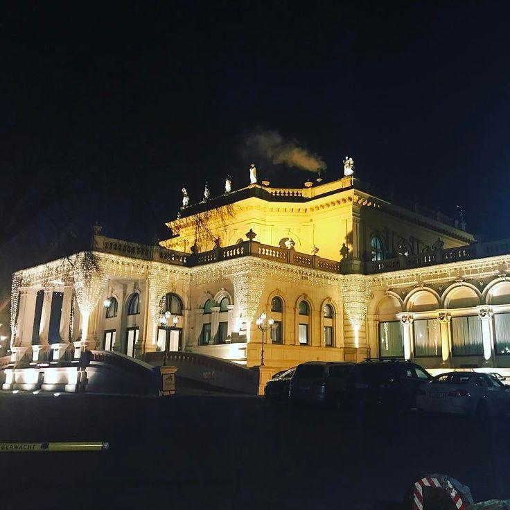 Проще было в Ватикан попасть чем в венскую оперу  поэтому салон так салон  #опятьнепопал #такойвечер #вена #австрия #путешествие #austria #winter #january #travel