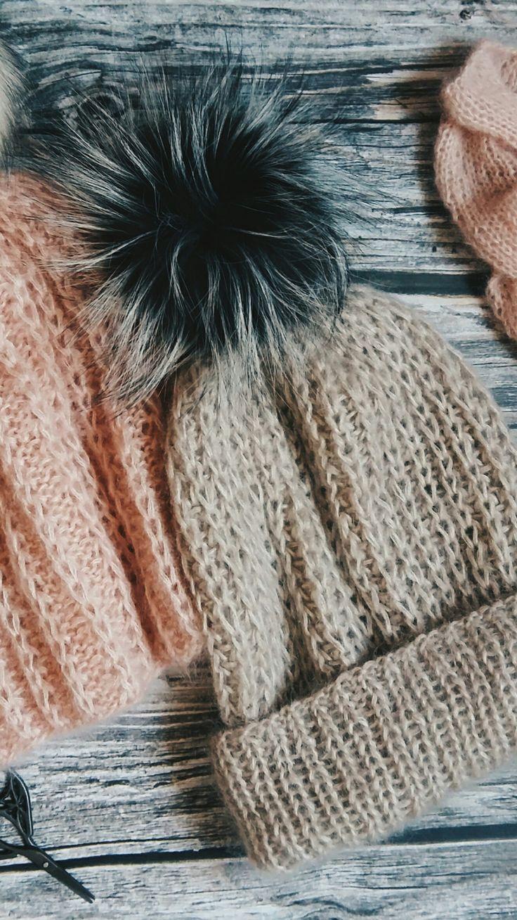 Две малышки бини ищут кому бы согреть ушки этой осенью. Состав: кидмохер на шелке, размер 55/60 см, цена 2,0 тыс. руб, помпон на выбор за отдельную плату.