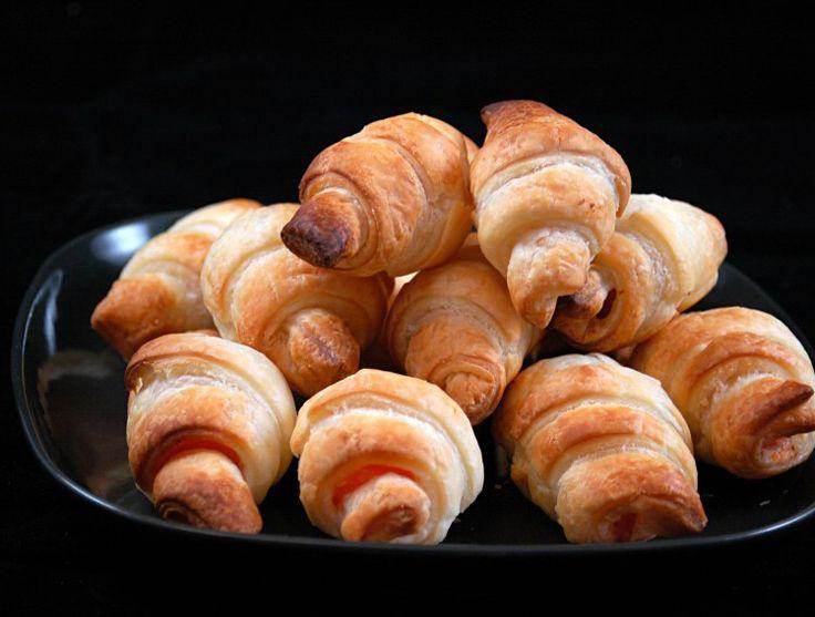 Petits croissants au saumon fumé (toast apéritif)