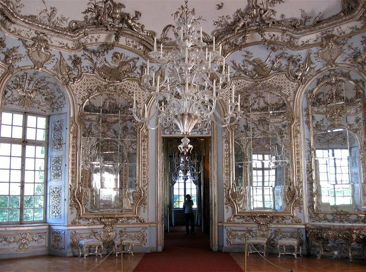 The famed rococo hall of mirrors at amalienburg for Baroque vs rococo