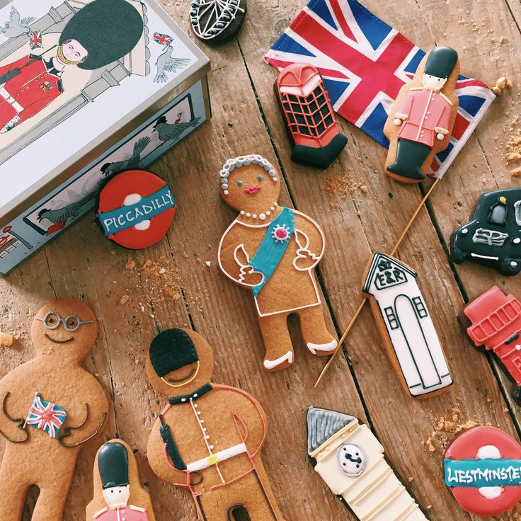 London and Royal themed biscuits. Perfect for throwing an afternoon tea or a British themed party!