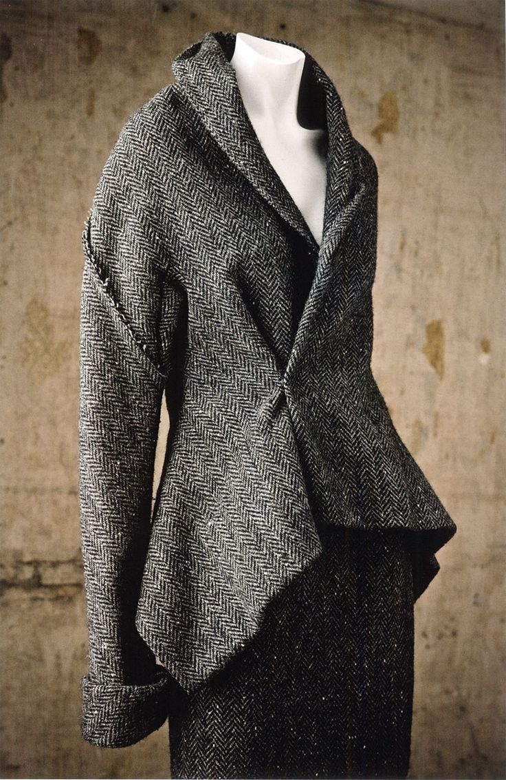 cotonblanc:        Yohji Yamamoto, gray wool tweed suit, Fall–Winter 1997–1998.Private Collection  Photography: William Palmer    In Praise of Shadows: Symbolism of the Colour BlackFormalism And Revolution: Rei Kawakubo and Yohji Yamamoto by Patricia Mears  Japan Fashion NowPublished in association with The Museum at the Fashion Institute of Technology, New York