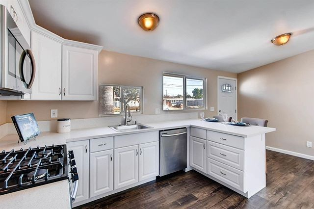Become your own Chef in this adorable Kitchen. Drop by at 6274 Lake Alamor Ave, San Diego, CA 92119 on January 27th and 28th, Sat-Sun, between11am-2pm!  #sandiegorealestate#sandiegorealestateagent#sandiegorealtor #sancarlos#realestateinvesting #remodel#renovation #dreamhome #openhouse#home#saturday#sunday#lake#justinewolf - posted by John and Melissa Steele https://www.instagram.com/steelesandiegohomes - See more San Diego Real Estate photos from San Diego Realtors at https://NewHomes