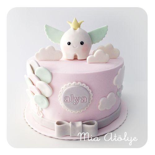 Daha önceki 2 diş buğdayı pastası modelimizi de erkek bebekler için hazırlamıştık. Bir de kız bebek için diş buğdayı modeli çalışsak derken Alya'nın annesi bize pasta siparişi verdi:) Alya'nın part...