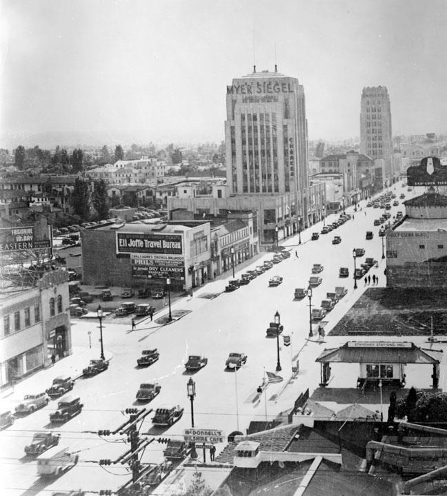 1932 - An overview of Wilshire Blvd. near La Brea.