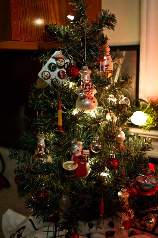 some great hallmark kitchen ornaments really stand out on this tree