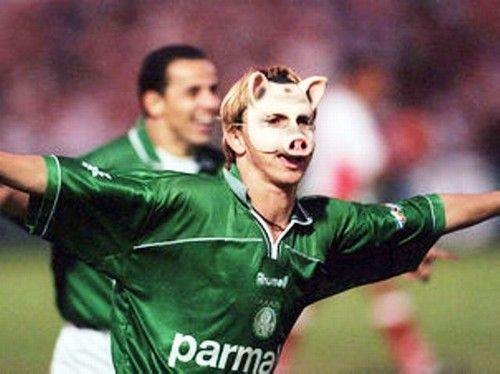 Paulo Nunes cansou de comemorar seus gols pelo Palmeiras com máscaras.
