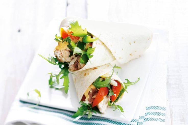 De sambal geeft een pittige smaak aan deze snelle wrap - Recept - Allerhande